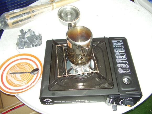Kaffee-Kännchen auf dem Gaskocher