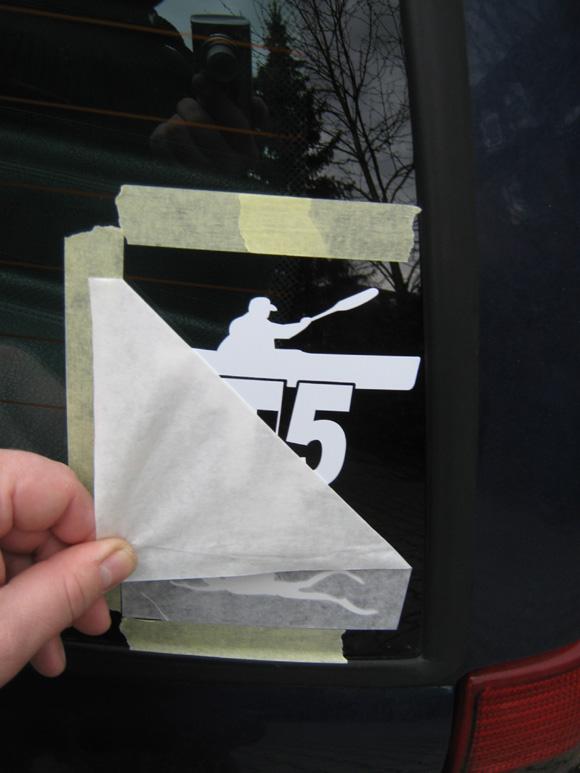 Schritt 10 - Trägerfolie vom Logo abziehen