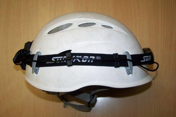 Helmkamera auf einem Helm angebracht...